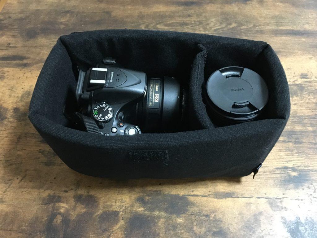 インナーボックスに入れたニコンのカメラとレンズ